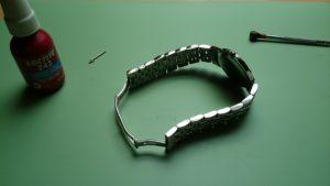 Pose du bracelet.