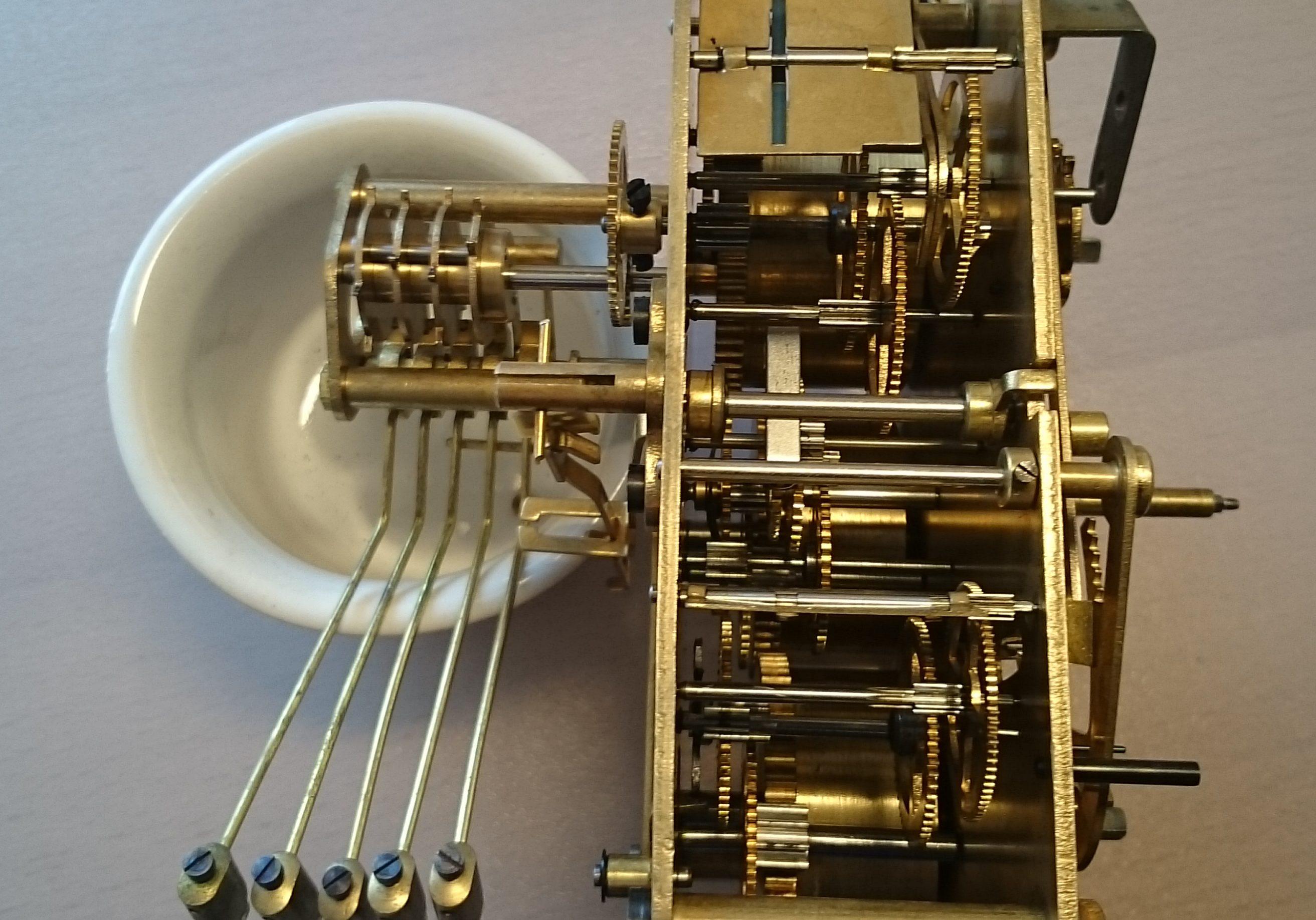 Pendule de buffet en bois avec carillon westminster
